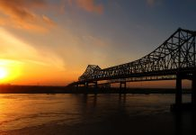 New Orleans, Louisiana bridge over Mississippi
