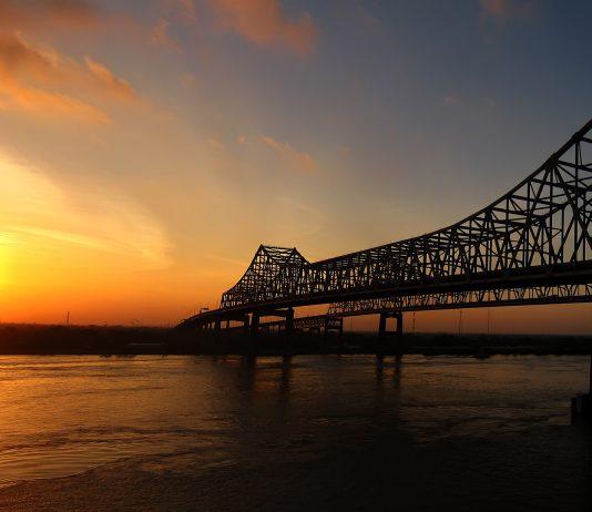 New Orleans, Louisiana bridge over Mississippi