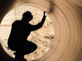 Pipeline worker in pipe